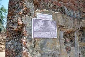 Руины комплекса св. Августина, указатель на монастырь