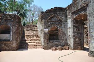 Руины комплекса св. Августина, указатель на главный алтарь