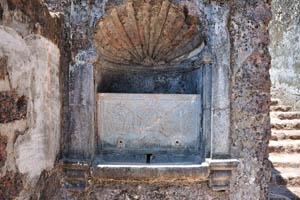 Руины комплекса св. Августина, неизвестная структура