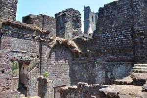 С этого места можно увидеть вершину башни св. Августина