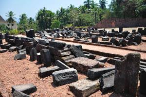 Руины комплекса св. Августина, чёрные древние камни