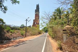Вид с дороги на башню св. Августина