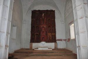 Церковь Девы Марии святого Розария, Иисус на кресте