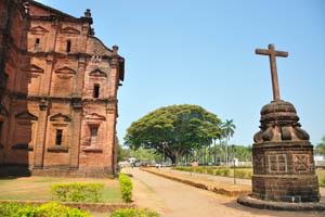 Базилика Бом Иисус, крест на задней стороне