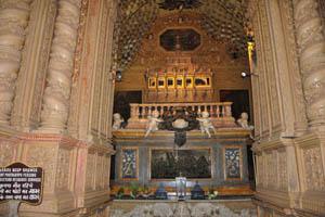 Базилика Бом Иисус, мощи святого Франциска Ксавьера