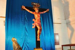 Базилика Бом Иисус, Иисус на кресте INRI
