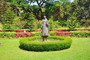 Монастырь св. Каэтана, скульптура монаха