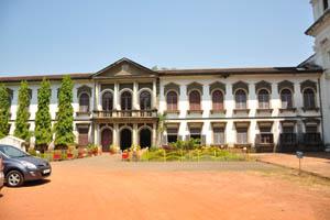 Двор Пасторского института