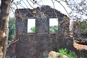 Руины комплекса св. Августина, два окна