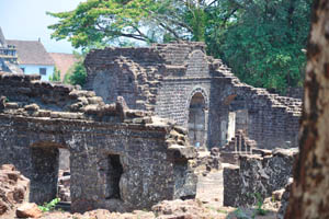 Руины комплекса св. Августина, арка