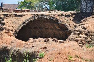 Руины комплекса св. Августина, вид крупным планом на подземное помещение