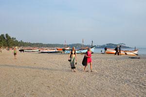 Молодые дамы на пляже