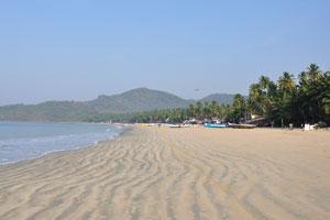Пляжный песок выглядит как зебра