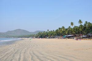 Пляжный песок здесь очень мягкий