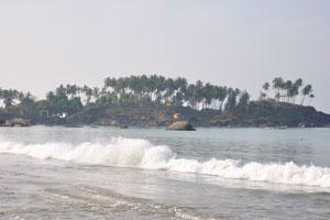 Белая пена морских волн