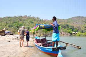 Иностранные туристы вернулись из поездки по озеру