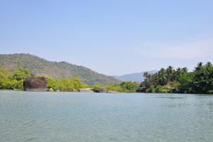 Это озеро находится в нескольких метрах от пляжа Палолем