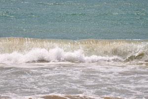 Широкая белая волна