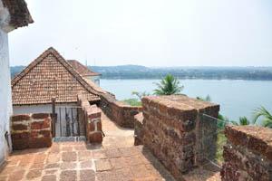 Форт с видом на реку Мандови