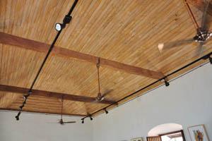 Вентиляторы на потолке музея