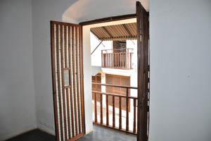 Небольшие деревянные балконы