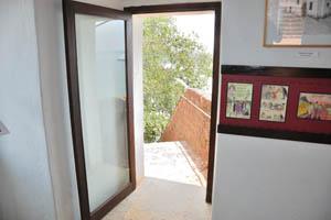 Эта стеклянная дверь ведёт в нижнюю часть форта