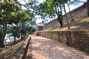 Крутая дорожка к форту
