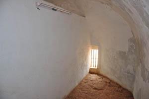 Комната с крошечным окном