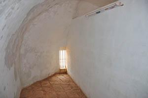 Вторая комната с крошечным окном