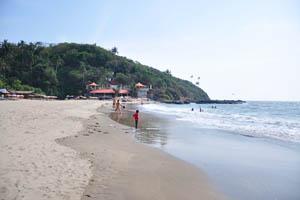 Маленький Вагатор: пляж в солнечный полдень