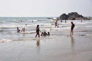 Маленький Вагатор: люди отдыхают в воде