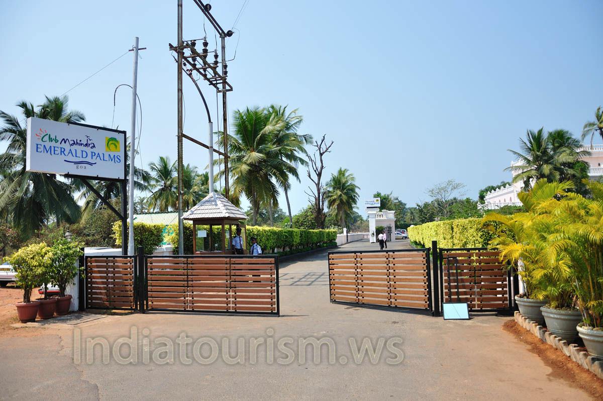 Club Mahindra Emerald Palms 5 Guards At The Entrance