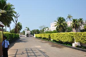 Клуб Махиндра Изумрудные пальмы: подъездная дорога