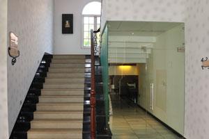 Клуб Махиндра Изумрудные пальмы 5*: лестница на второй этаж