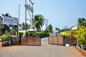 Клуб Махиндра Изумрудные пальмы 5*: охранники на входе