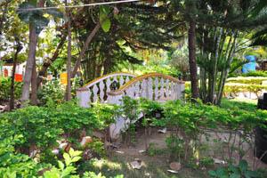 Садовый мостик в гостевом доме Солнечный