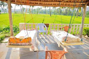 Гостевой дом Маугли, плавающие кровати с видом на рисовое поле