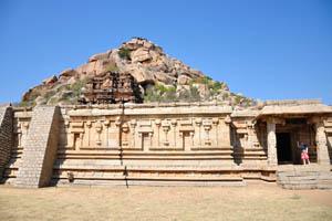 Вид на храм Веерабхадра из храма Ачуита Райяс