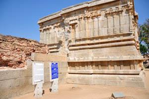 Информационные стенды о храме Вараха