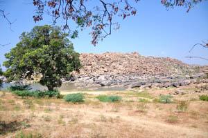 Вид на реку Тунгабхадра от храма Вараха