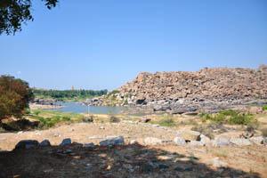 Река Тунгабхадра близ храма Вараха