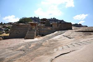 Группа памятников между храмом Вараха и храмом Виттала