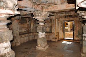 Группа памятников, внутри святилища