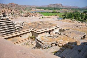 Вид на реку Тунгабхадра от группы памятников