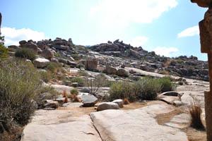 Холм полон камней
