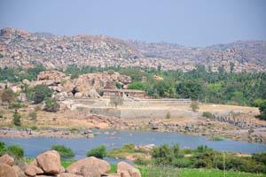 Река Тунгабхадра и скалистые холмы