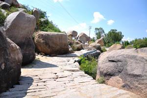 Путь от храма Шри Сурья Нараяна к Хампи базару