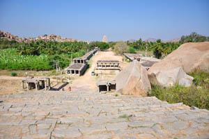 Хампи Базар с восточного конца до храма Вирупакша на западе