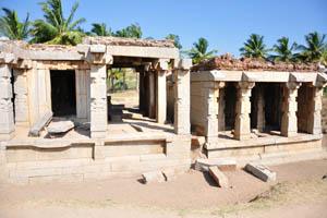 Комплекс Шрингарада Хеббагилу, два небольших храма