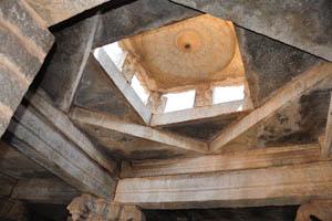 Вентиляционные отверстия на крыше святилища